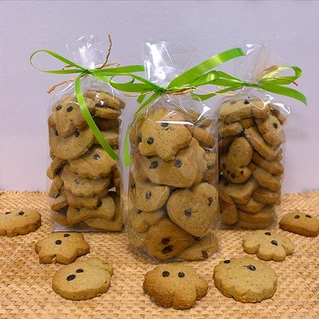 Riscotto (biscotti) con farina, nocciole bio e gocce di cioccolato